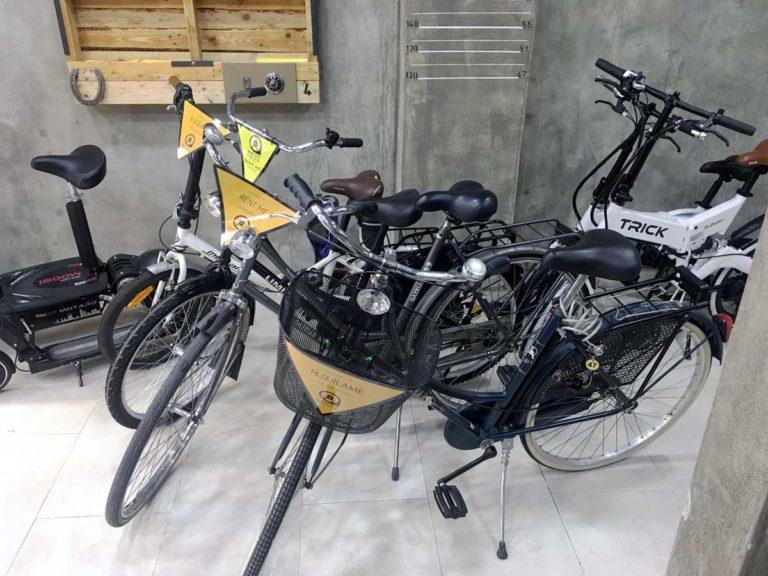 Guardar maletas y alquilar bicicletas